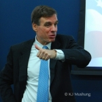 Sen. Warner to Meet with GMU Students to Discuss Clinton's New College Compact